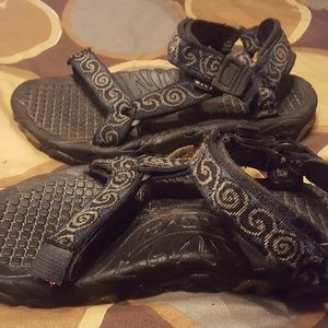 Womans Teva Hurrican Snow Peak Sandals